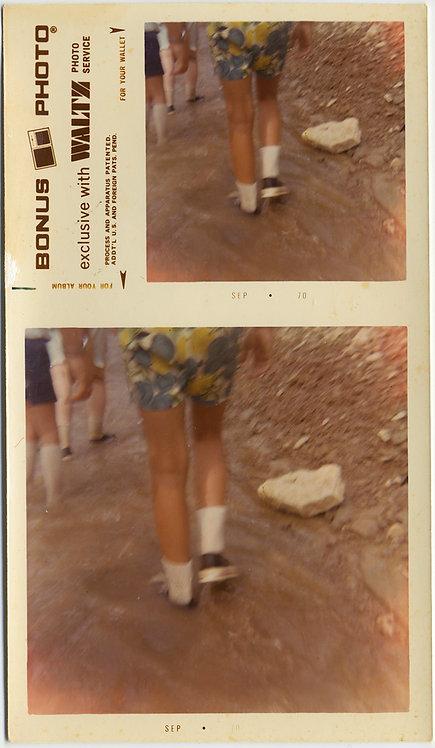DOUBLE BONUS PHOTO LEGS WALKING in PATTERNED SHORTS
