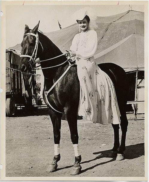 BEAUTIFUL CIRCUS HORSE WOMAN & GORGEOUS PERFORMING HORSE JAMES BROS CIRCUS