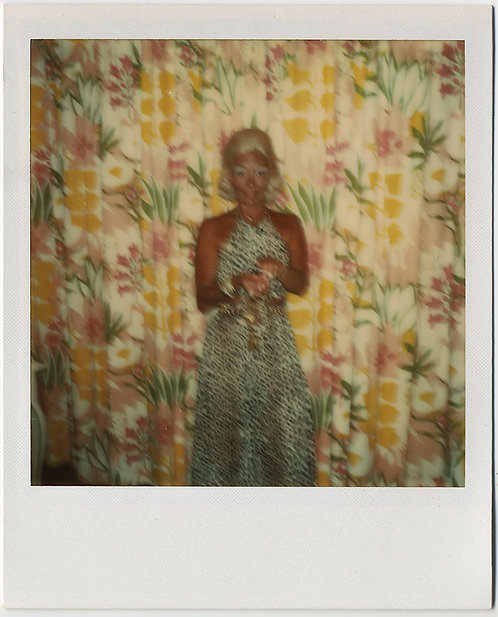 ALMOST ABSTRACT BOTTLE BLONDE HOUSEWIFE w FLORAL PATTERNED DRAPES POLAROID