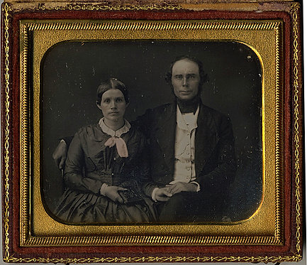 6th PLATE DAG; COUPLE HOLDING HANDS (she with 1/4 PLATE DAG) Intact Case