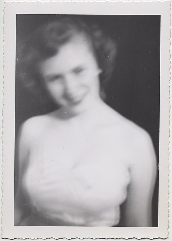 fp10306(Blurry-Woman)