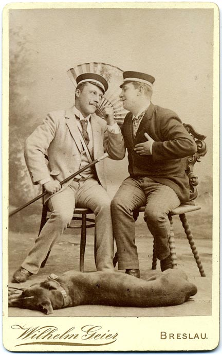 fp2179(CDV-Amorous-Men-Fan-Dog)
