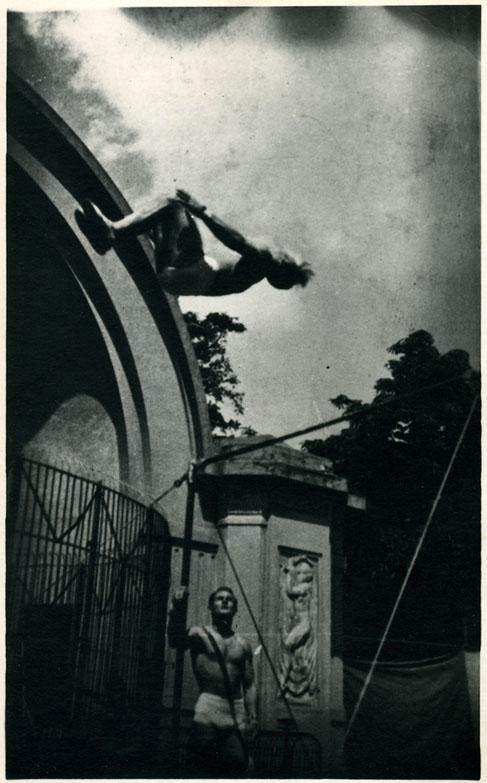 fp0329(Acrobats)