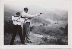 fp8384(Men-Firing-Guns)