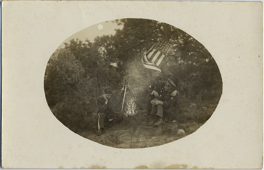 fp6267(RPPC_AmericanSoldiers_Campfire_Affectionate)