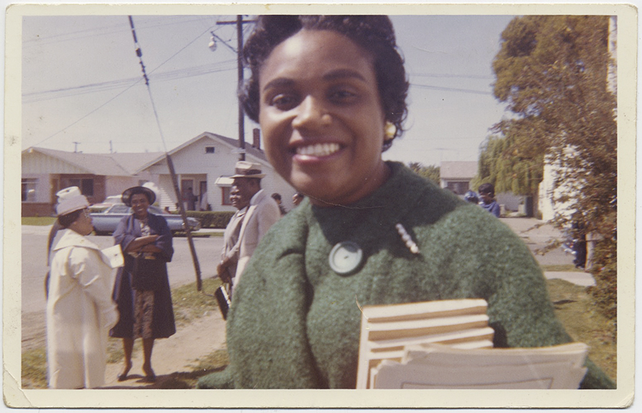 fp10267(Black-Woman-Church)