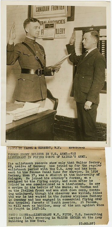 PRESS PHOTO WWI GERMAN KAISER'S ARMY SOLDIER SIGNS UP in US MILITARY SWEARING IN