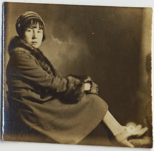 UNUSUAL POPCORN PHOTOBOOTH WOMAN in CAP HAT COAT FULL BODY SITTING in FRAME TINY