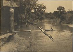 fp3053(Men_Diving_River)