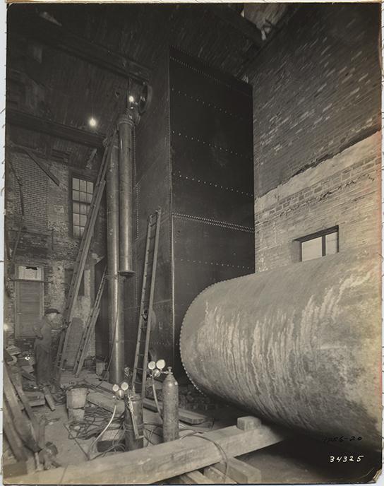 fp5433(ManningBros_IND_Warehouse_Construction_Roller_Man&Ladder)