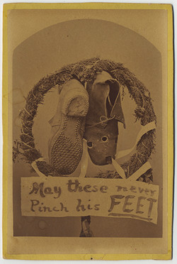 fp3428(ShoesWithHoles_Wreath_Sign)