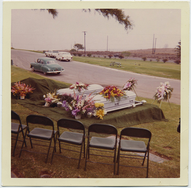 fp8857(Two-Coffins-Funeral)