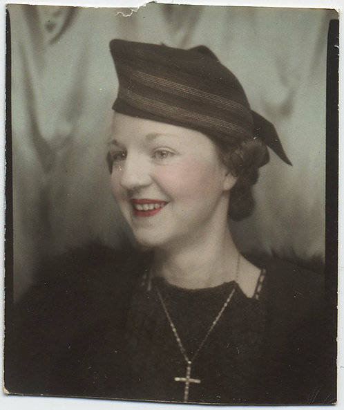 GORGEOUS HAND TINTED WOMAN in HAT & CRUCIFIX NECKLACE PHOTOBOOTH