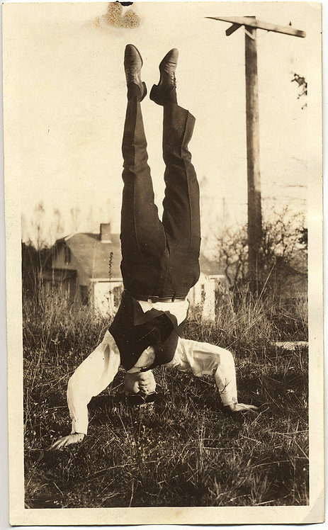 STRANGE UNUSUAL MAN in DARK SUNGLASSES in AWESOME HEADSTAND