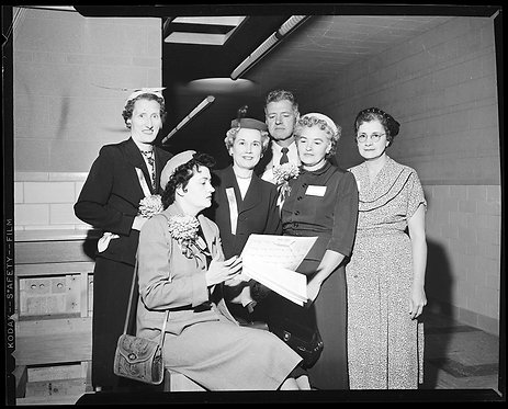 4x5 NEGATIVE PRESS PHOTO WOMEN PTA MEMBERS GATHER to EXAMINE MYSTERY PAPERS