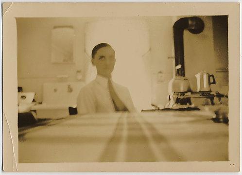 WEIRD WONDERFUL MAN KITCHEN TABLE w STRANGE HAUNTING ABSTRACT FEATURELESS FACE