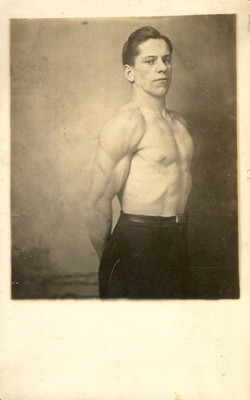 fp0031(RPPC_Muscular_Man_Posing)