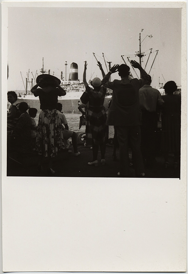 fp10299(Crowd-Waves-Frewell-Boat)