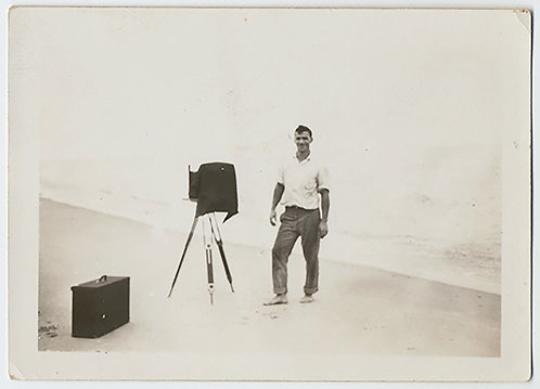 UNUSUAL MAN PHOTOGRAPHER w VIEW CAMERA & EQUIPMENT on BEACH