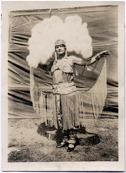 fp1664 (circus-dancer-feather-headdress)