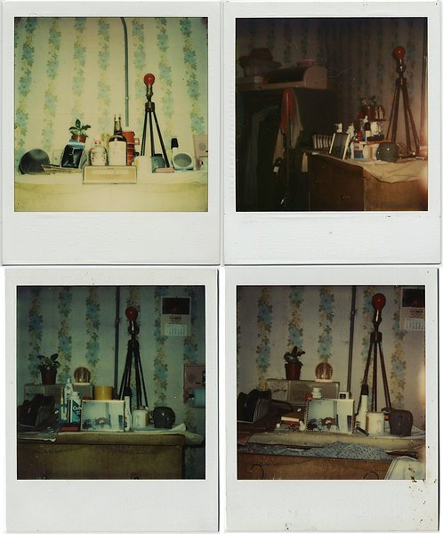 4 POLAROIDS WEIRD UNUSUAL ASSEMBLAGE in HOARDER'S HOME STRANGE RED LAMP