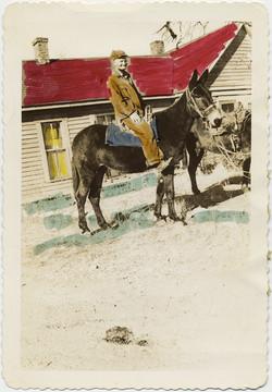 fp8858(Painted-Man-Horseback)