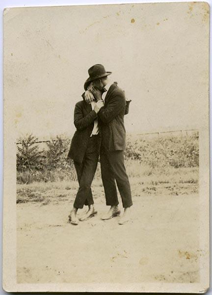 fp1845 (Men-Kissing)