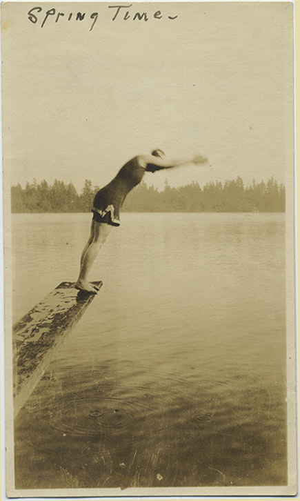 fp5189(Woman_Diving_DivingBoard_Lake)