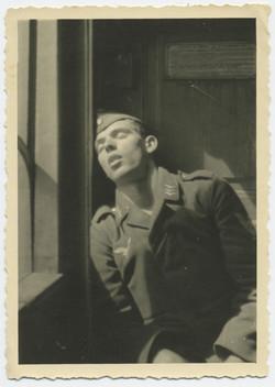 fp2556(Soldier_Asleep_Seated)
