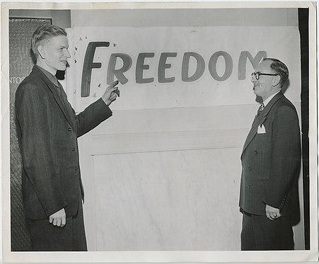 MAN POINTS TO FREEDOM!  Press Photo!