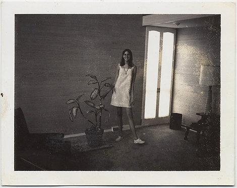 MID CENTURY MODERN LANKY TEENAGE GIRL in SUNLIT INTERIOR w HOUSEPLANT POLAROID