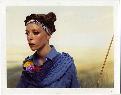 STRANGE UNUSUAL SURREAL WOMAN ALMOST ARTIFICIAL in STUNNING COLOR HEADBAND