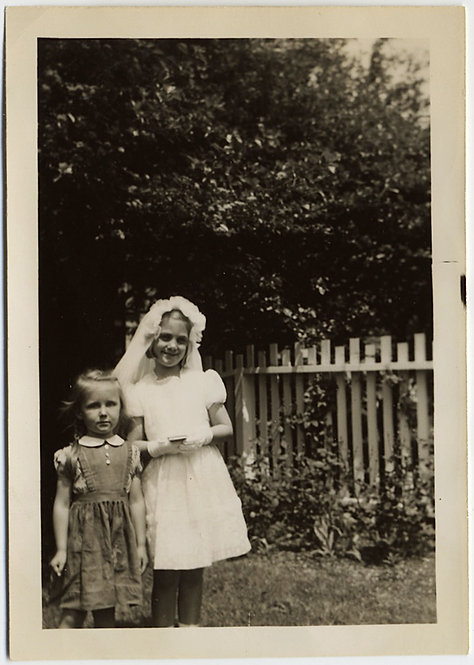 ADORABLE CUTE LITTLE GIRL in FIRST COMMUNION OUTFIT w LITTLE SISTER PICKET FENCE