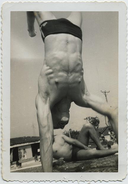 fp5982(Man_Swimsuit_Beach_Handstand)