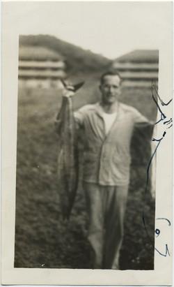 fp8187(Man-Fish-Drawing)