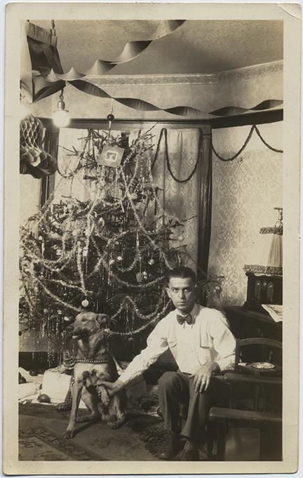 fp6264(ChristmasTree_ManHoldingDogPaw)