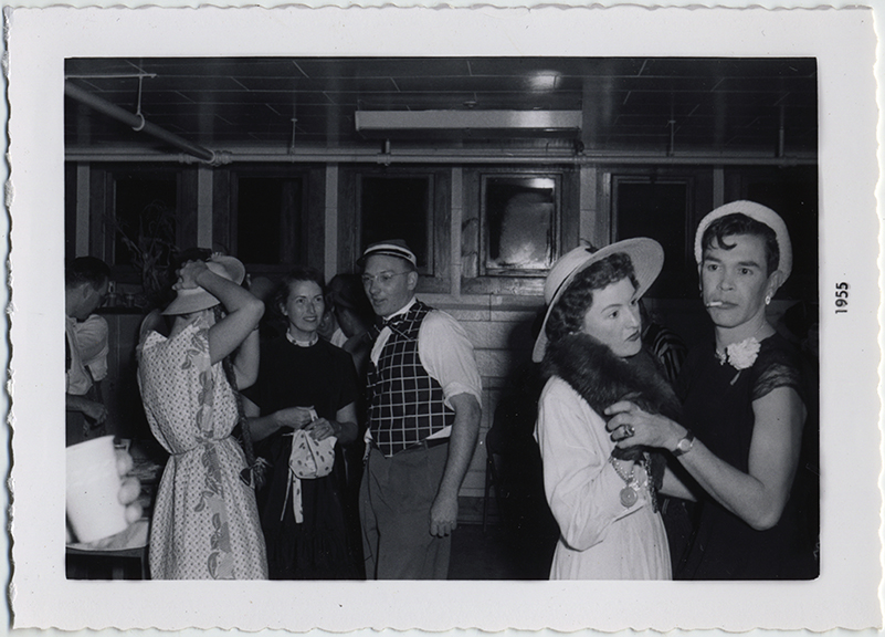 fp6936(Dancers_MenInDrag)
