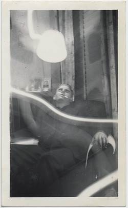 fp5398(DE_Man_Cigarette_Armchair_Sleeping)