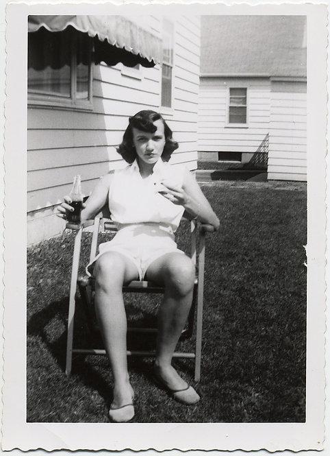 FANTASTIC STEELY EYED YOUNG WOMAN SUBURBAN YARD PORTRAIT w VINTAGE COKE BOTTLE