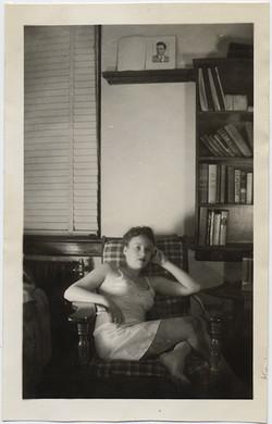 fp5717(WomanInSlip_Sitting_Bookshelf)