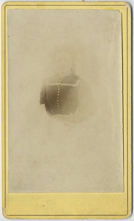 CDV of WOMAN lost in photo cloud