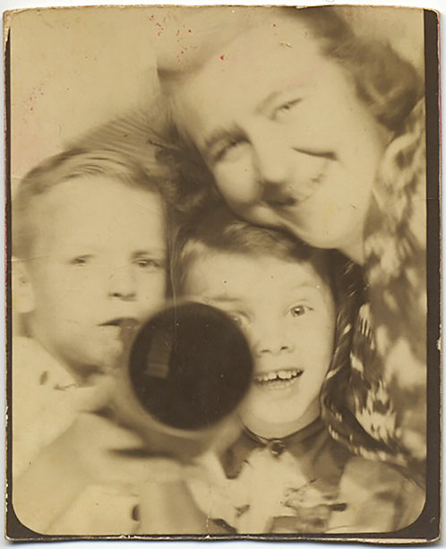 SUPERB PHOTOBOOTH TUBE UNKNOWN BLACK HOLE OBJECT ORPHANS? BAPTIST CHILDRENS HOME