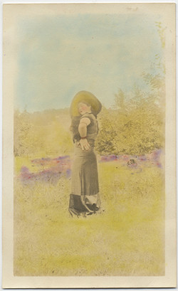 fp4844(Woman_LargeHat_InField-tinted)