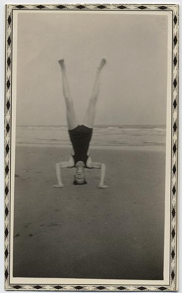 fp4517(Man_Headstand_Beach)