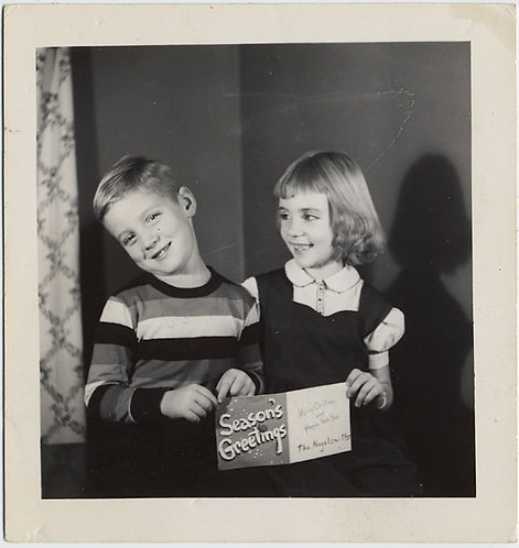 ADORABLE CUTE KIDS HOLD SEASON'S GREETINGS XMAS CARD Nagelsmiths? Nogelsmith?