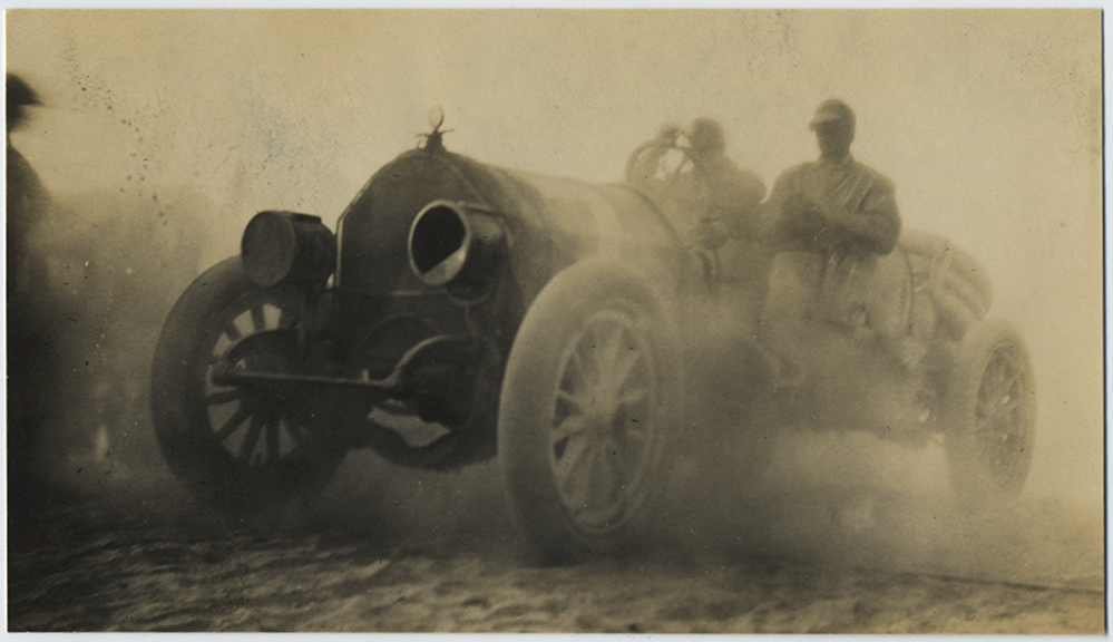 fp5487(Car_Dust_Men_Obscured)