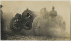 fp5487(Car_Dust_Men_Obscured)