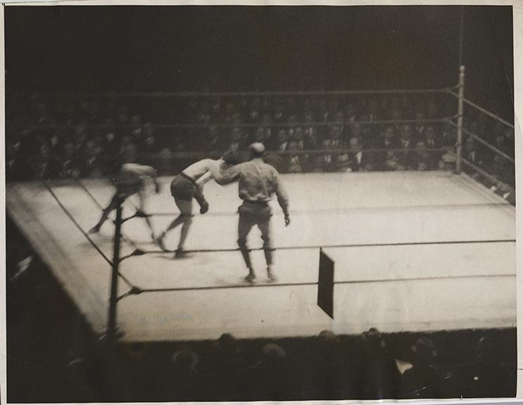 fp6342(PF_Boxers_MadisonSquareGarden_BoxingRing_Blur-detail)