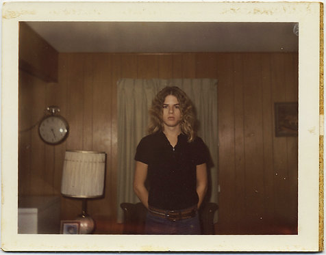 POLAROID HOT SURLY DISGRUNTLED SERIOUS TEEN w LONG BLONDE HAIR in 70s INTERIOR
