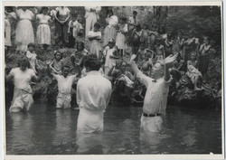 fp6131(WesternSamoaNatives_ChristianMissionary_WaterRitual_Prayer)
